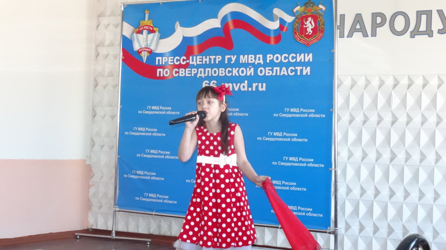 Мальцева спела шуточную песню про семечки.