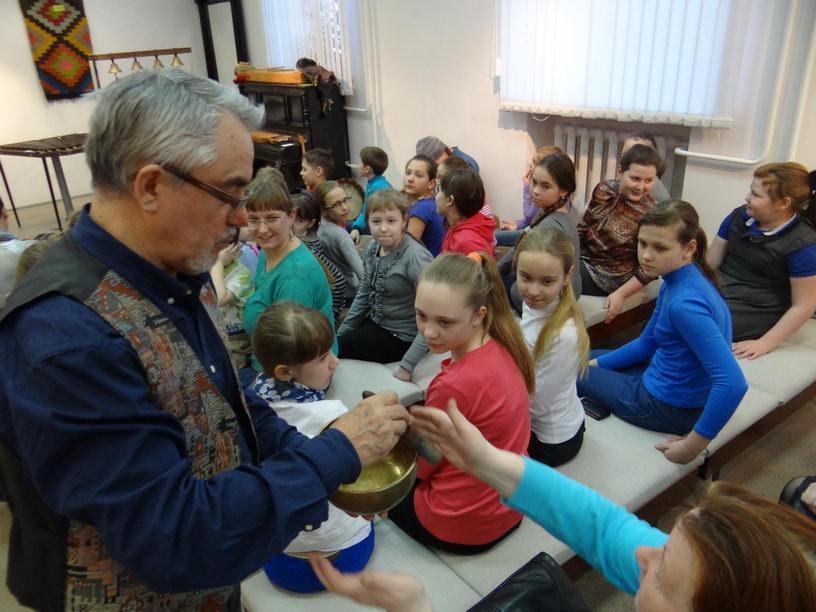 Посещение музея национальных музыкальных инструментов и этнографии