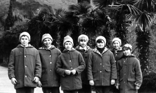 1986 г. - они были песенными инструкторами в п/л «Артек».
