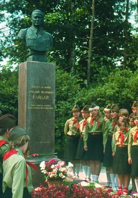 У могилы А.П.ГАЙДАРА  в г.Каневе.